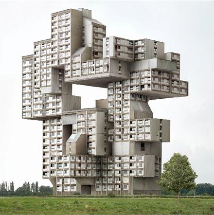 In mostra a milano l architettura remixata di filip for Architetti interni famosi